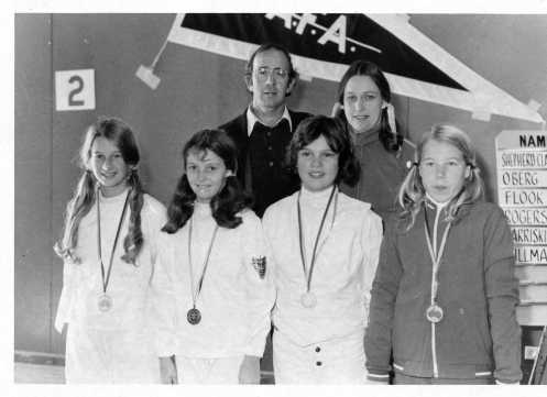 L-R: Wendy Searle, Elizabeth Blackie, Allison Alexander, Maree Broek. Rear: Their Coach O'Brien and Federation President Robyn Chaplin